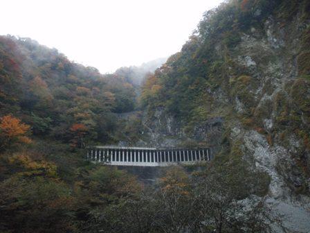 晩秋の山と渓_b0133032_12224776.jpg