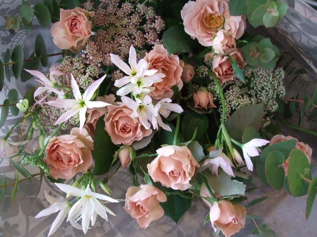 オークリーフ(バラ・シュナーベルとリューココリネの花束)_f0049672_17572328.jpg