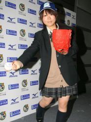女子高生ナックルボーラー吉田_e0158128_15482717.jpg