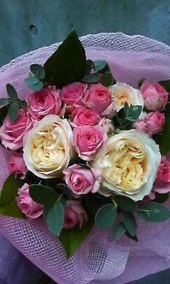 幾重にも重なるバラの花束_c0137266_21204035.jpg