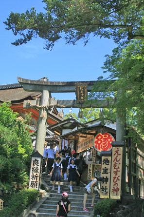 【縁結び】 地主神社_a0045381_2141095.jpg