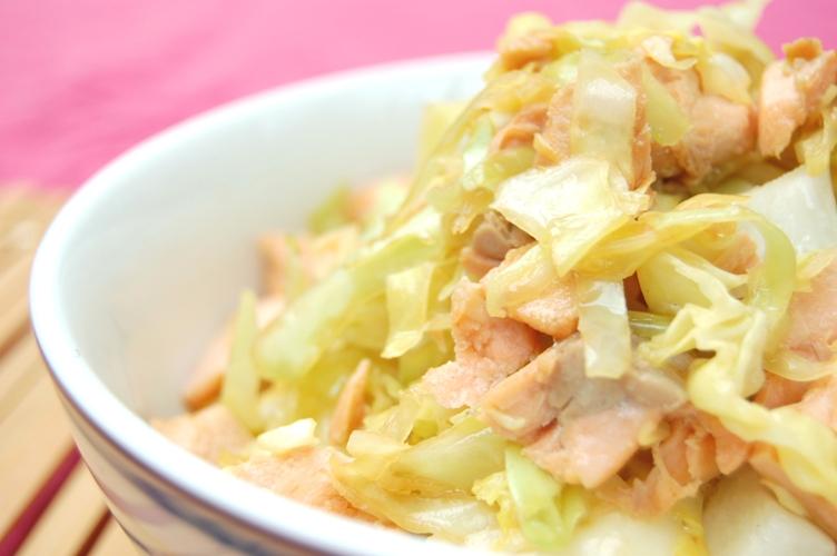 「和」超☆おいしい!たっぷりキャベツと鮭の簡単炒めレモン風味_d0104926_2452377.jpg
