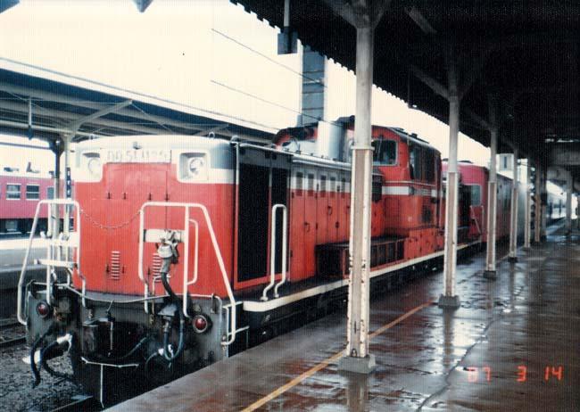 DD51牽引の客車列車_f0130879_22433544.jpg