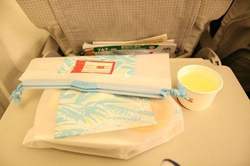 グアム旅行記15 グアム発成田行き日航JL982便_f0059796_045575.jpg