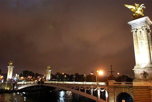 曇天の夜空の下、浮かび上がる歴史の息吹_c0116714_5544786.jpg