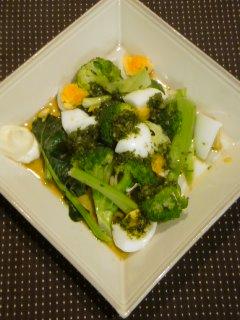 人参の葉っぱソースと・・・ブロッコリーとゆで卵サラダ。_f0177295_1374936.jpg
