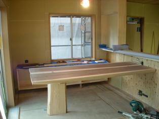 テーブル搬入_c0105163_17543765.jpg