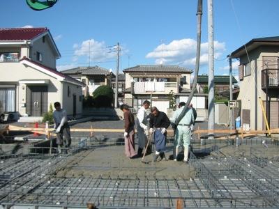 081119基礎ベースコンクリート打設_f0138807_01669.jpg