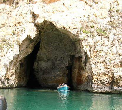 南イタリア(7) 世界遺産の島マルタとピアスデビュー_f0060461_9271991.jpg