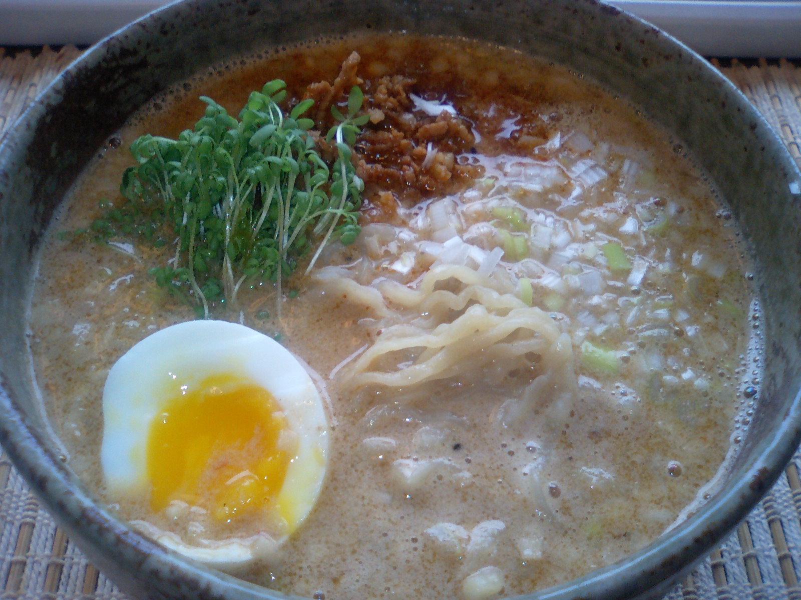 坦々麺_e0159969_1642342.jpg