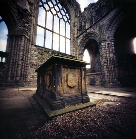 エディンバラのホリルードハウス宮殿 スコットランド Pinhole Photography_f0117059_10163180.jpg