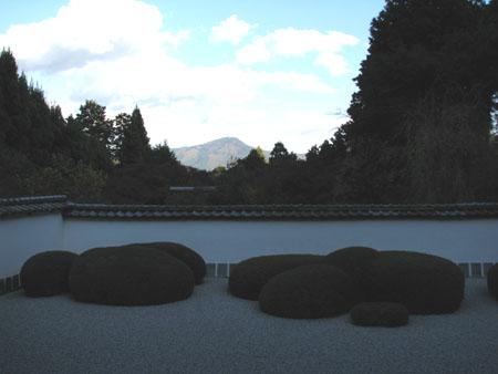 紅葉を訪ねて 借景の正伝寺_e0048413_20572072.jpg