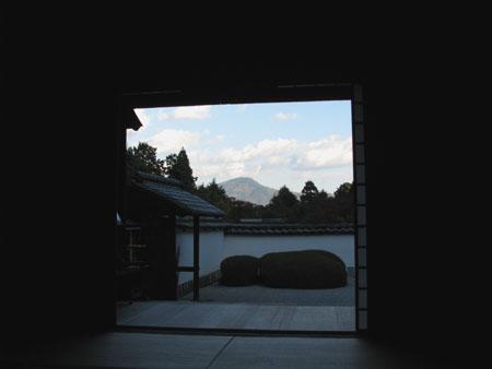 紅葉を訪ねて 借景の正伝寺_e0048413_2057265.jpg