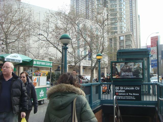 Broadway & 72nd St を散歩すると、_d0100880_14383197.jpg