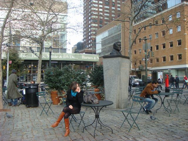 Broadway & 72nd St を散歩すると、_d0100880_14385785.jpg