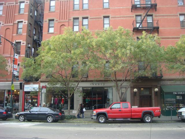 Broadway & 72nd St を散歩すると、_d0100880_14425936.jpg