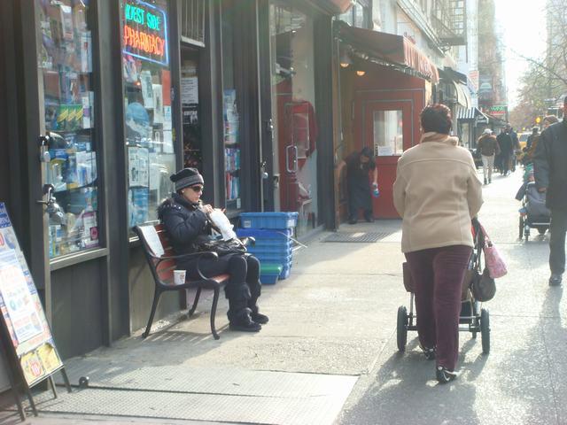 Broadway & 72nd St を散歩すると、_d0100880_14435190.jpg