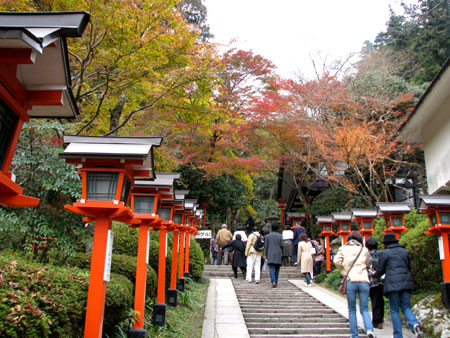 紅葉を訪ねて鞍馬 由岐神社_e0048413_21452770.jpg