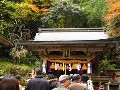 紅葉を訪ねて鞍馬 由岐神社_e0048413_21462276.jpg