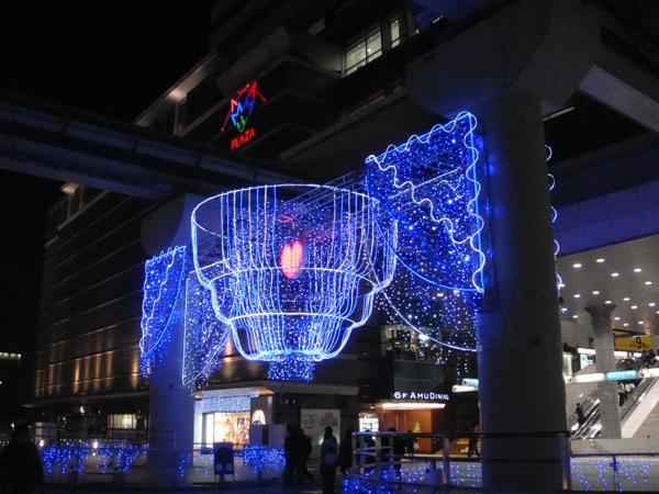 小倉駅前の飾り付け。_b0028732_23572324.jpg