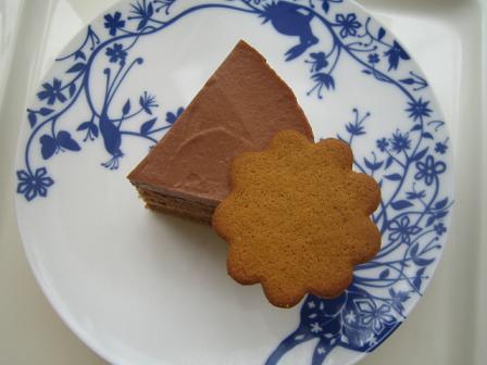 これがミルクキャラメルフランボワーズケーキです。_e0078359_22395754.jpg