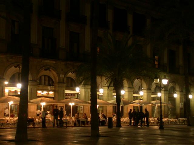 食べるのも飲むのも、夜も、外が良い(バルセロナースペイン)_f0119071_0311047.jpg