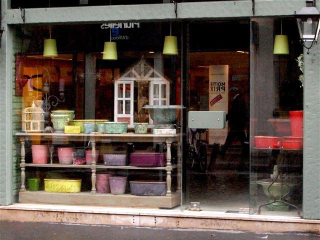 陶器の色の素敵な花器屋さん(フランス)_f0119071_2342117.jpg