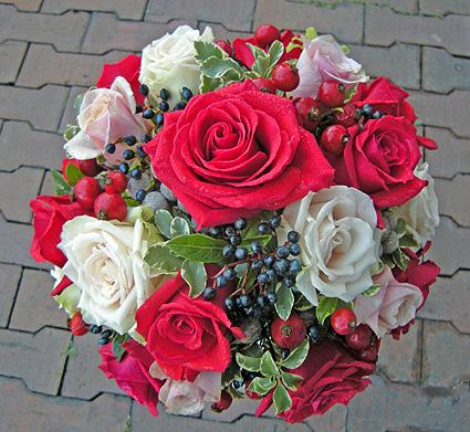 11月29日 白バラと赤バラのブーケ_a0001354_2175636.jpg
