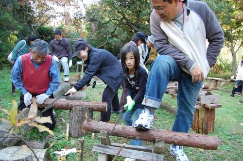2008「丸太を切ってサンタを作ろう」_c0108460_23101423.jpg