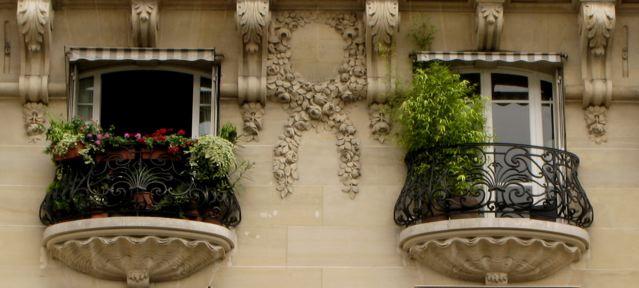 貝殻の上のバルコニー(パリ郊外ーフランス)_f0119071_1232524.jpg