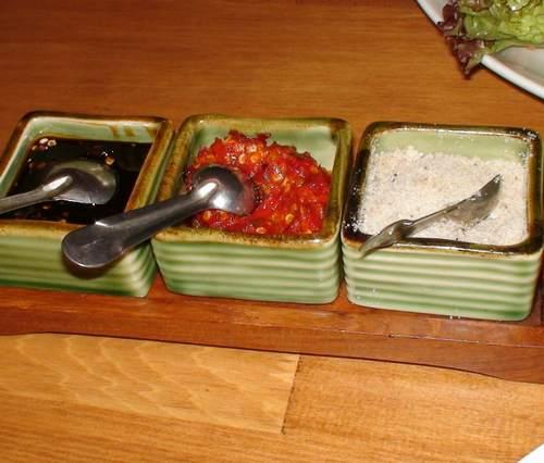 ASIAN NATURAL FOOD   CAFE NADI (カフェ・ナディ)     関西炒飯考(番外編)_d0083265_2072214.jpg
