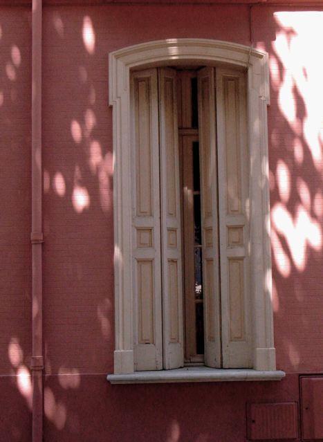 夏の窓(ポート・ヴァンドルー南フランス)_f0119071_1753044.jpg
