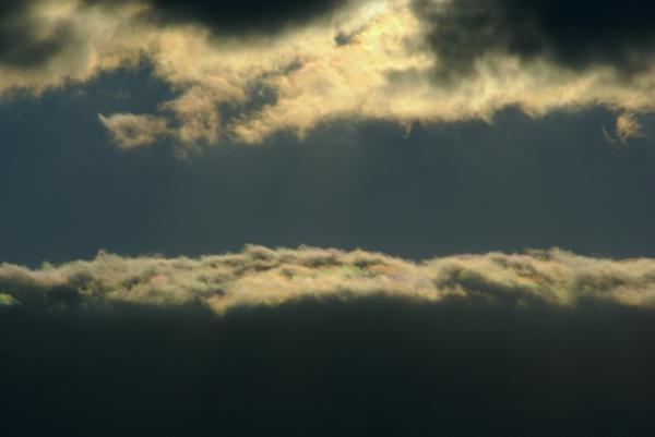 雲の縁は虹色_f0189086_19421894.jpg