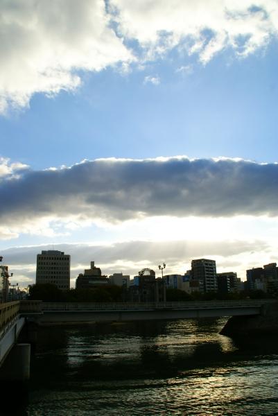 雲の縁は虹色_f0189086_19425685.jpg