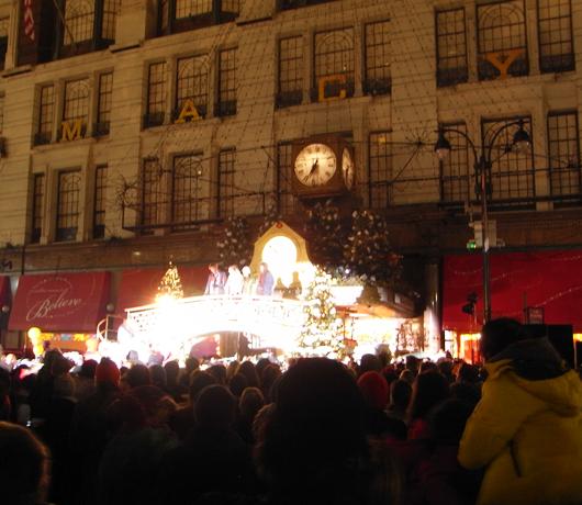 Macy\'sのクリスマス・イルミネーション点灯式_b0007805_15321233.jpg