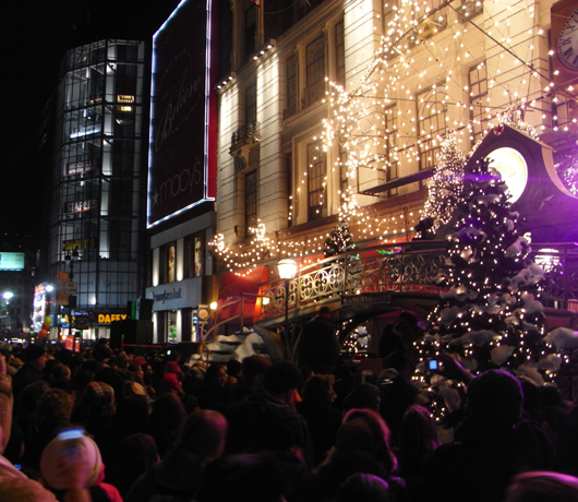 Macy\'sのクリスマス・イルミネーション点灯式_b0007805_15345569.jpg