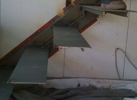 倉庫を住宅に ストリップ階段_e0074935_1734719.jpg