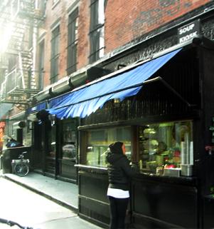 冬のニューヨークのSOHOの街角風景_b0007805_1426324.jpg