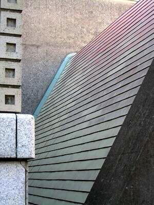 ケヤキも紅葉、屋根まで紅葉?世田谷美術館の冬支度_e0010418_1732499.jpg