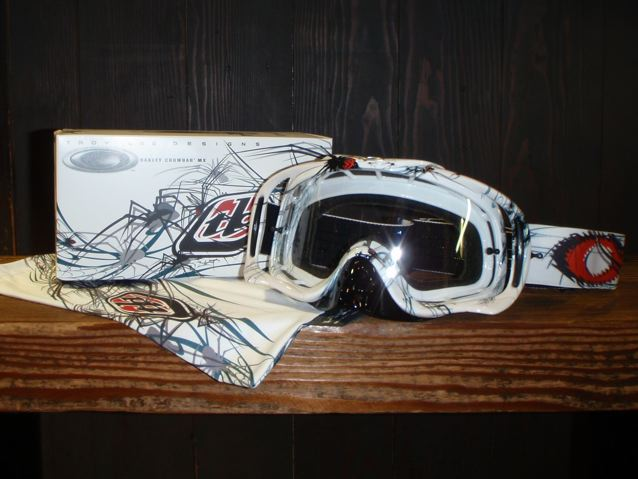 OAKLEY x TROY LEE  MX CROWBAR_e0132852_20263796.jpg