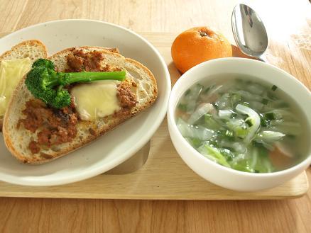 寒い冬の朝は・・パンとスープで簡単あったか朝ごはん_d0128268_22301247.jpg