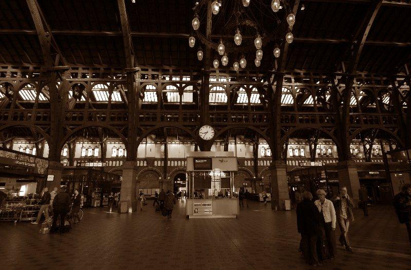 #08-72   北欧の旅 7   ~ Copenhagen Central Station_b0065572_803638.jpg