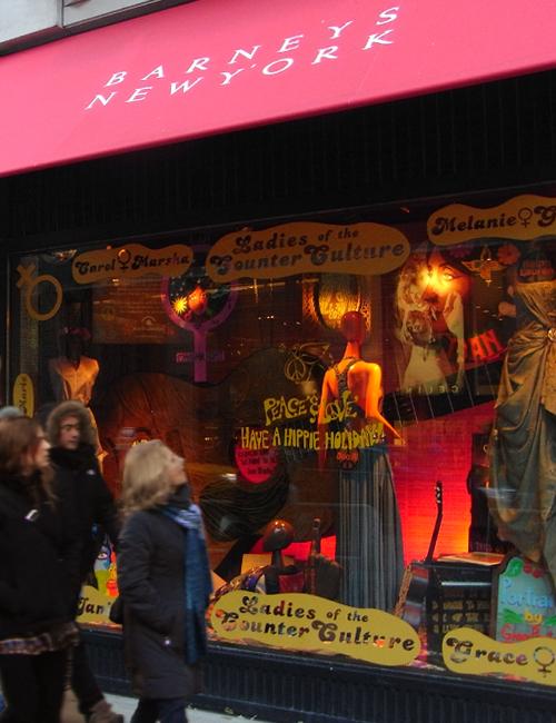 バーニーズ・ニューヨークのホリデー・ウィンドウは「平和と愛」をお届け中_b0007805_1153980.jpg