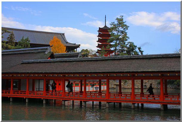 厳島神社は海の上(安芸の宮島)(Ⅴ)_d0123528_10272238.jpg