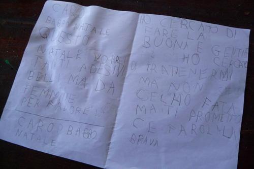 今年もサンタさんへの手紙_f0106597_2403861.jpg