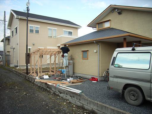 Nさんのいえ 薪小屋ほぼ完成 2008/12/5_a0039934_1842423.jpg