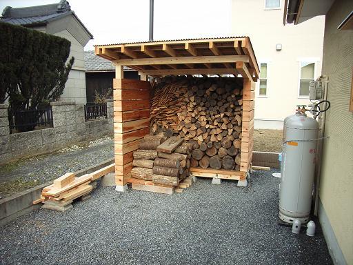 Nさんのいえ 薪小屋ほぼ完成 2008/12/5_a0039934_18535582.jpg