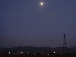 月と歩く散歩道_a0014840_17105175.jpg