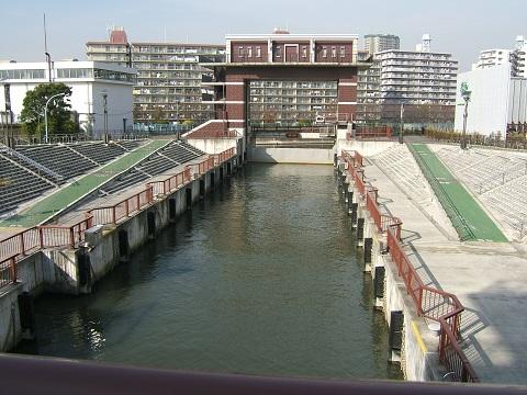 川沿いの風景_e0089232_1245591.jpg