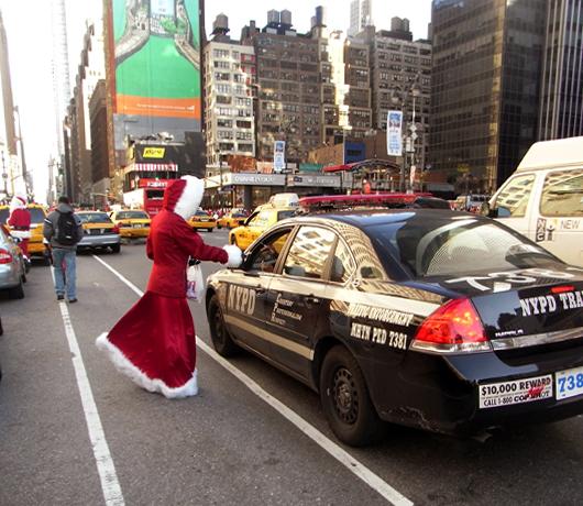 ニューヨークにサンタさん達がやってきた・・・ SantaCon 2008_b0007805_15173186.jpg